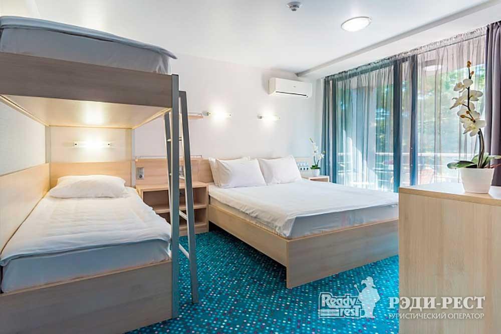 Отель Грин Парк 3*. Улучшенный с  1 кроватью и двухъярусной