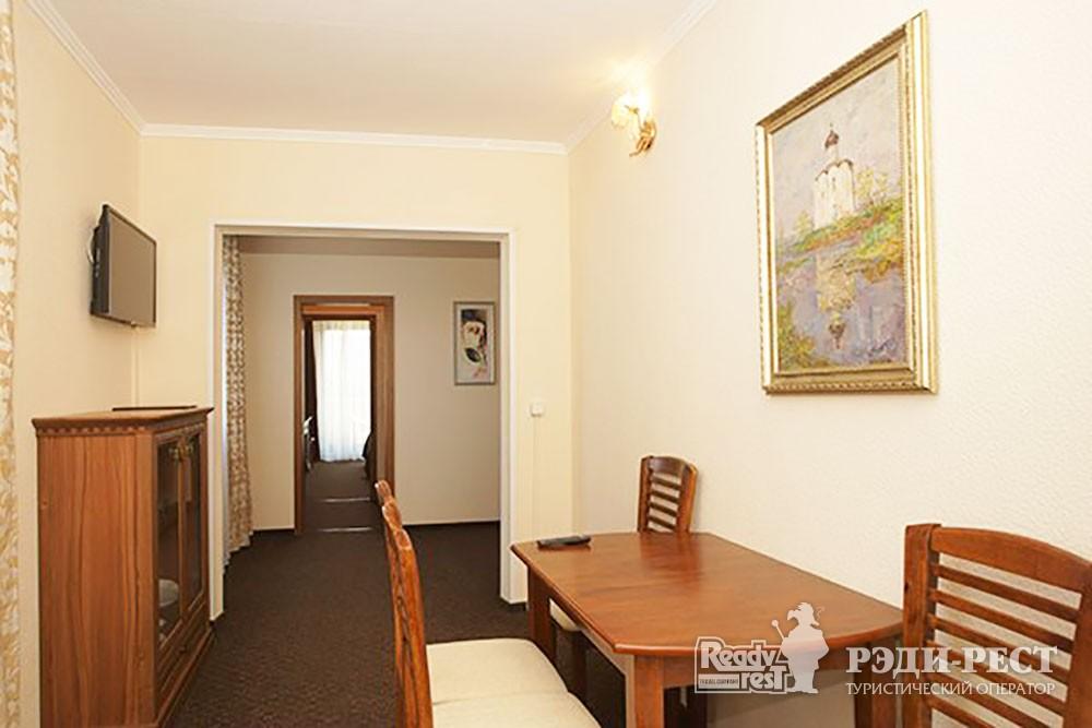 Туристско-оздоровительный комплекс Приморье стандарт 2-комнатный, корпус 1