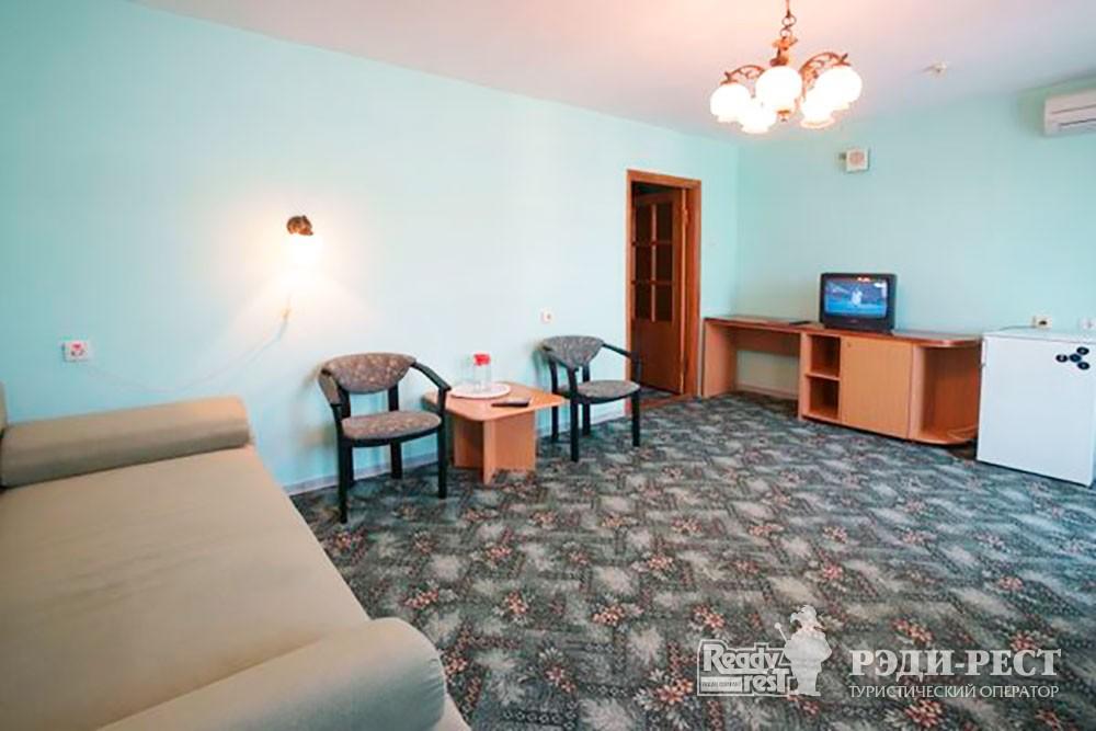 Туристско-оздоровительный комплекс Приморье стандарт 2-комнатный, корпус 2
