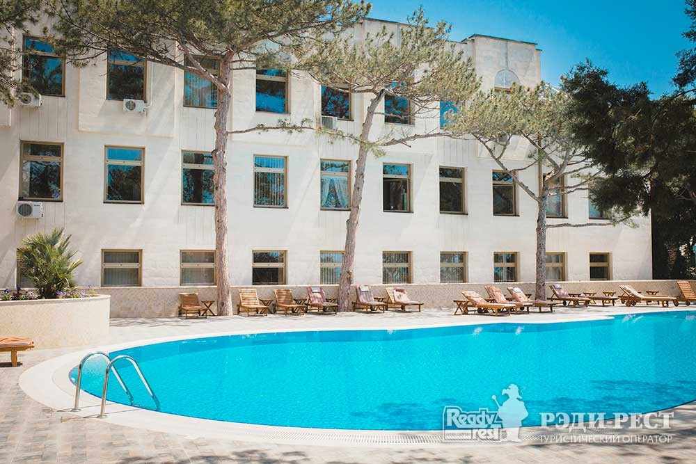 Cанаторно-курортный комплекс Сосновая роща 4*. Большая Ялта