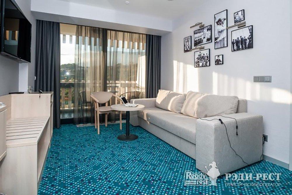 Отель Ялта-Интурист 4* Люкс 2-комн. с 1 кроватью и диваном