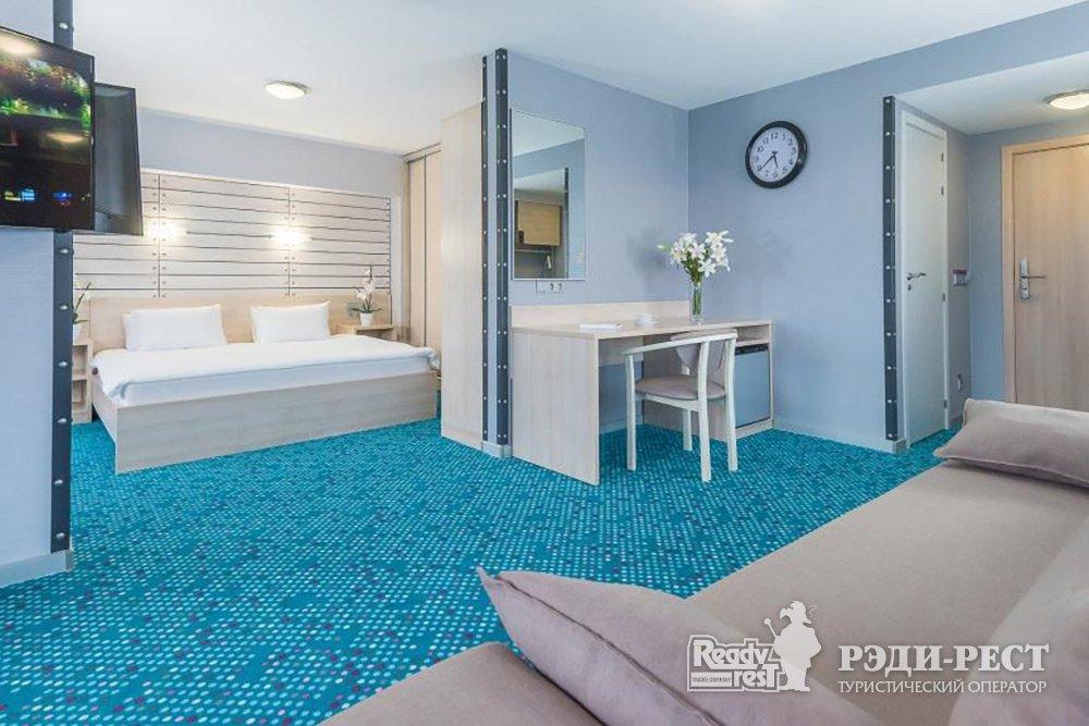 Отель Ялта-Интурист 4*. Люкс-студия с 1 кроватью и диваном