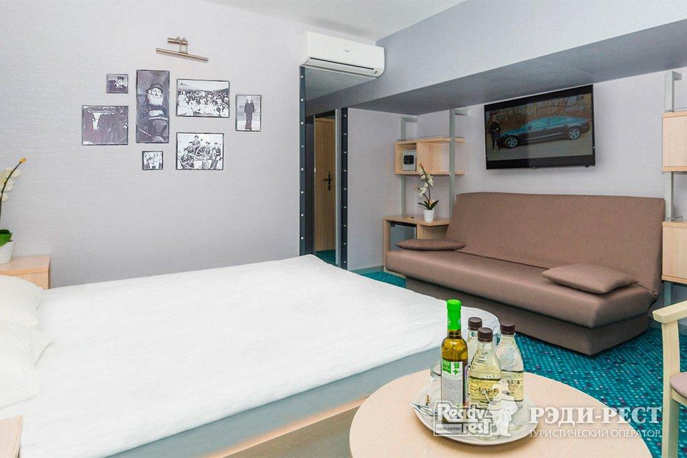 Отель Ялта-Интурист 4* Улучшенный с 1 кроватью и диваном