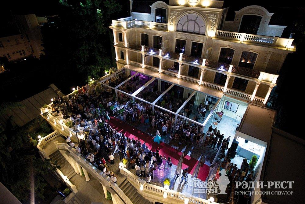 Отель и резиденции Вилла Елена 5*. Большая Ялта Ресторан