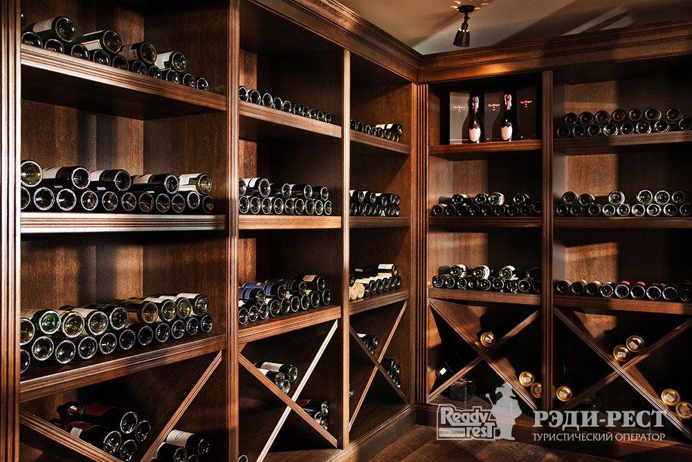 Отель и резиденции Вилла Елена 5*. Большая Ялта Wine Room