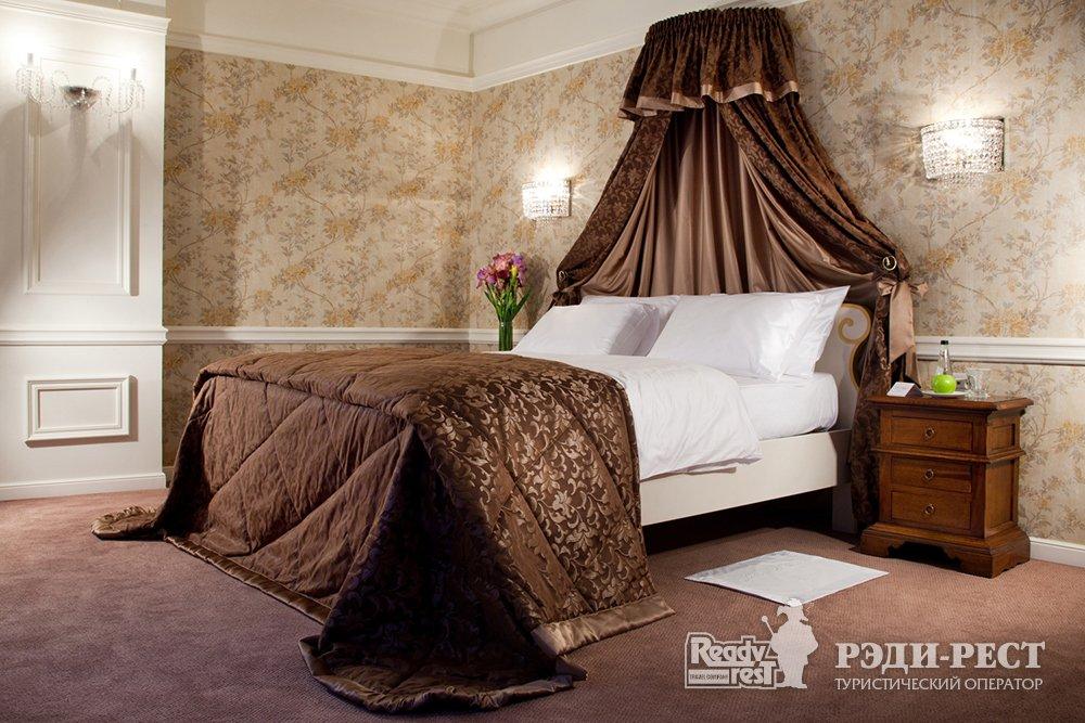 Отель и резиденции Вилла Елена 5*. Полулюкс