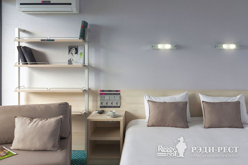Отель Грин Парк 3* Улучшенный с 1 кроватью и креслом