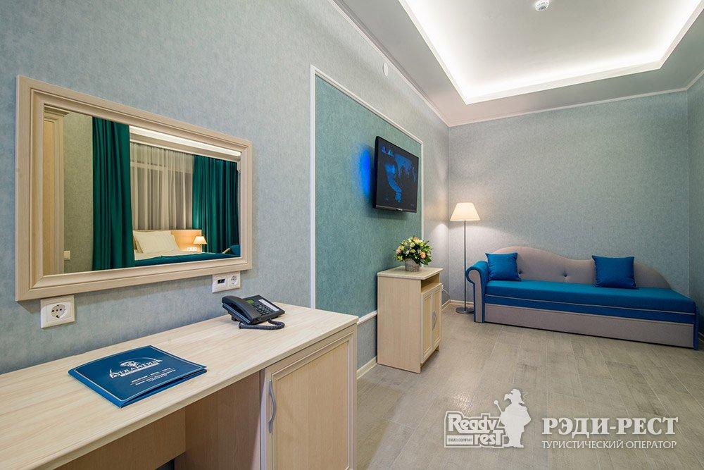 Аквапарк-отель Атлантида 3*. Студия, вид на аквапарк