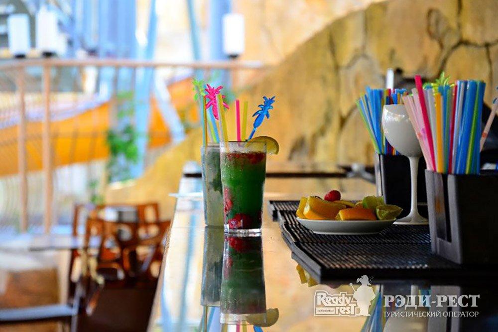Аквапарк-отель Атлантида 3*. Большая Ялта Терраса кафе