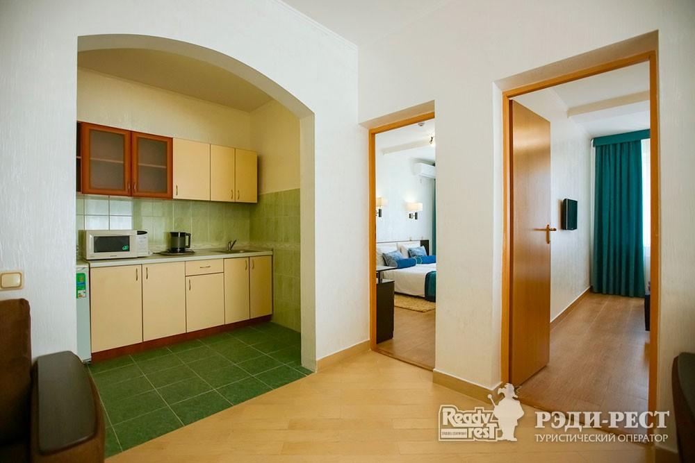 Парк-отель Демерджи Комфорт трехкомнатный с кухней