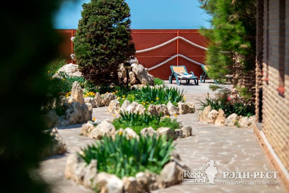 Гостиница Омега-Клуб Стандарт 2-комнатный, коттедж «У моря»