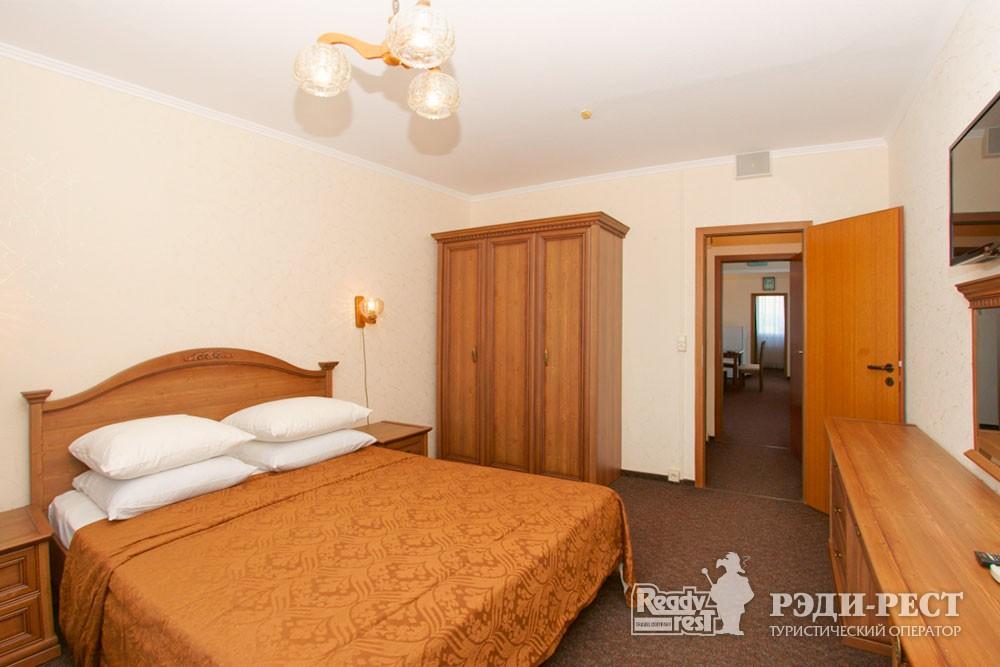 Туристско-оздоровительный комплекс Приморье. стандарт 2-комнатный, корпус 1