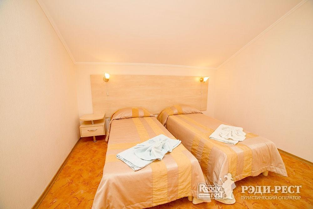 Туристско-оздоровительный комплекс Судак 2-комнатный 2-местный (Админ. корпус)