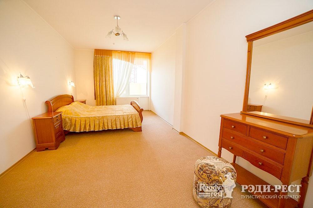 Туристско-оздоровительный комплекс Судак. 3-комнатный 2-местный (бизнес центр)