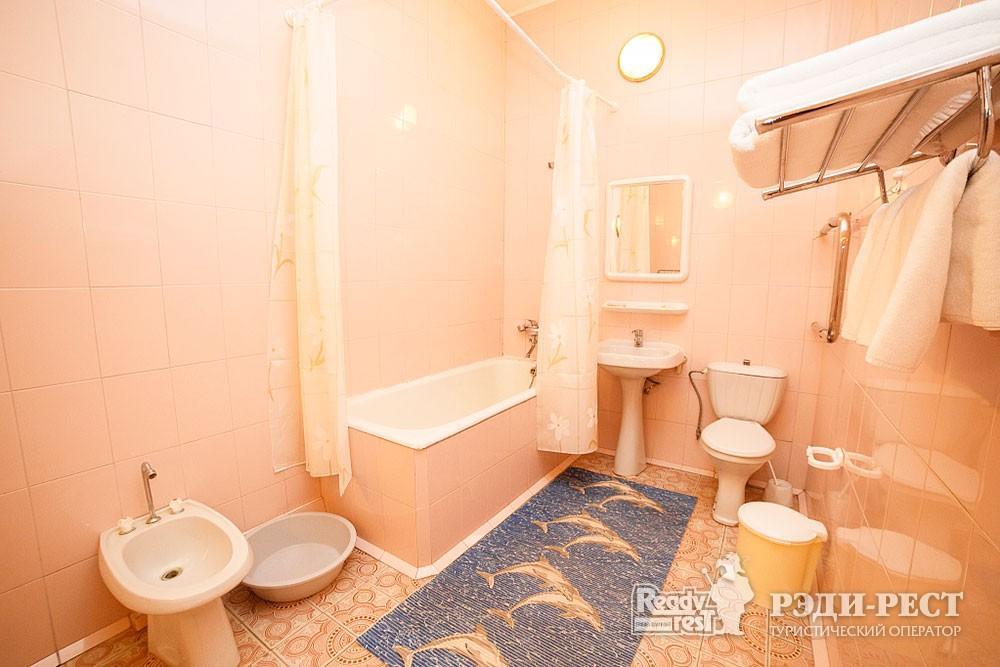 Туристско-оздоровительный комплекс Судак 3-комнатный 2-местный (корпус №1)