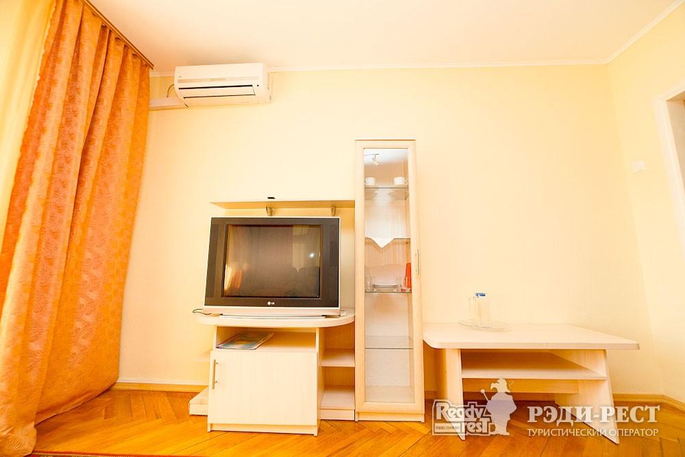 Туристско-оздоровительный комплекс Судак 2-комнатный 2-местный  (корпус №6)