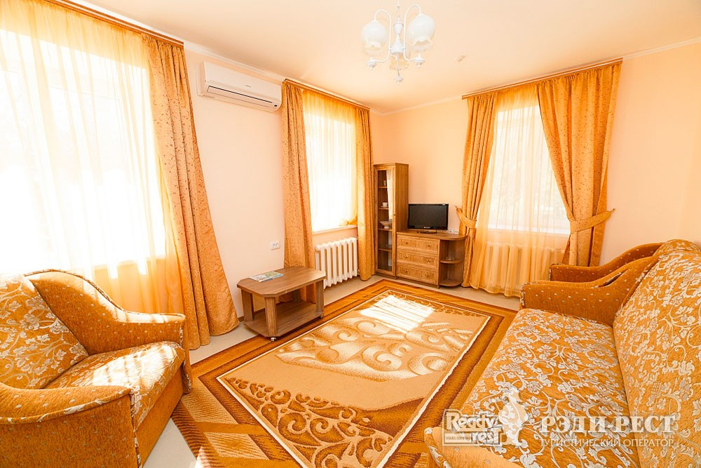 Туристско-оздоровительный комплекс Судак. 2- комнатный 2-местный  (корпус №8)