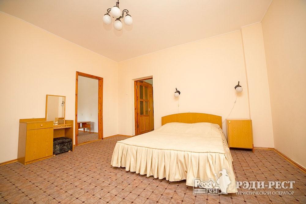 Туристско-оздоровительный комплекс Судак. 3-комнатный 2-местный  (корпус №9)