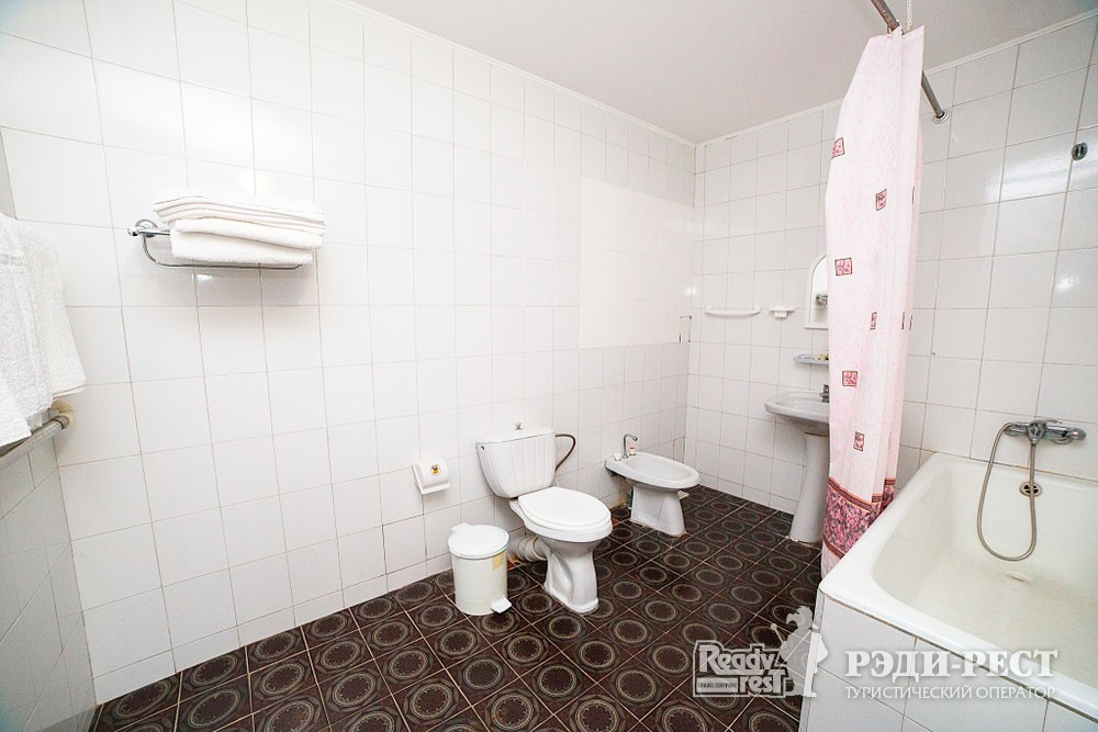 Туристско-оздоровительный комплекс Судак 3-комнатный 2-местный  (корпус №9)