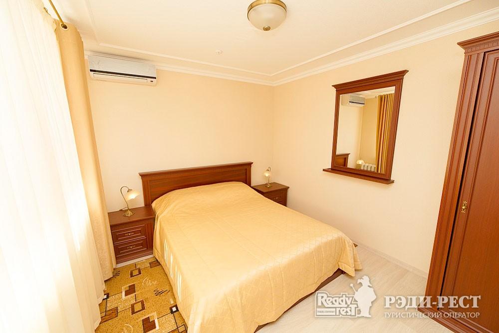 Туристско-оздоровительный комплекс Судак. 3-комнатный 2-местный (корпус №10)