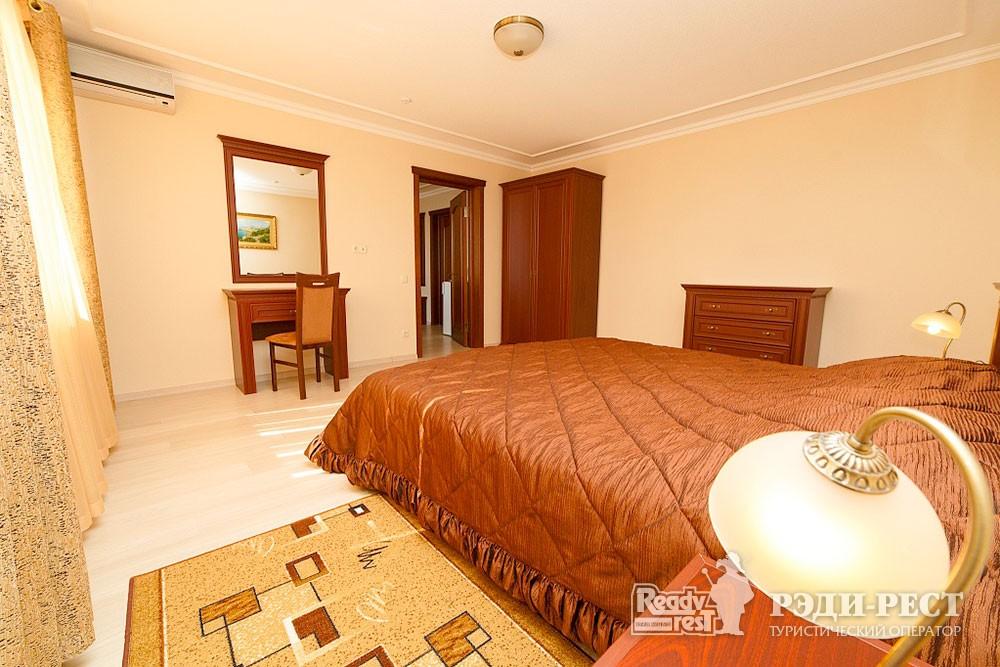 Туристско-оздоровительный комплекс Судак 3-комнатный 2-местный (корпус №10)