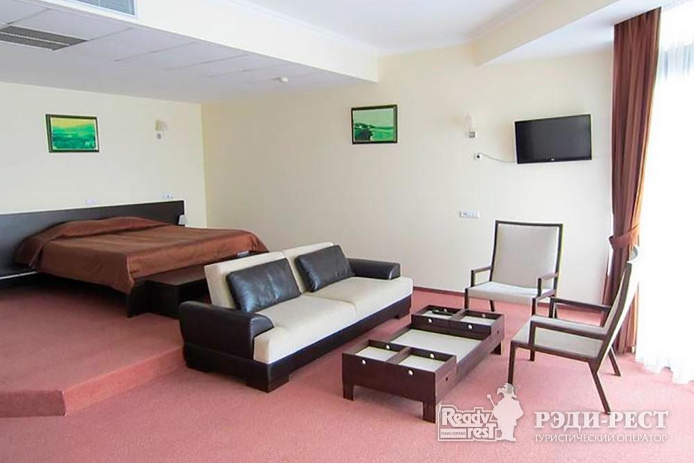 Отель Аквапарк 4*. Студия-полулюкс 2-местный