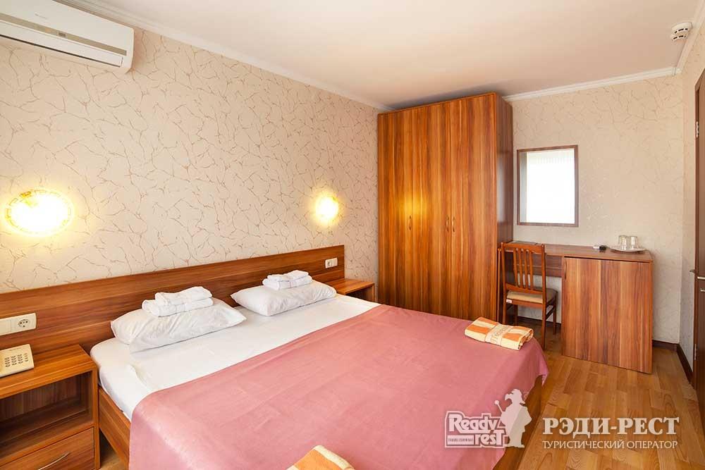 Парк-отель Песочная Бухта 3-4*. Улучшенный 2-комнатный, корпус Антей