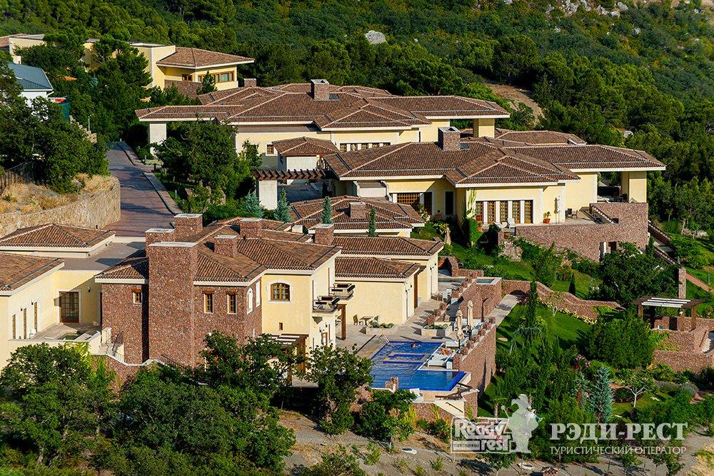 Апарт-отель Крымский Бриз 5*. Большая Ялта Вид сверху