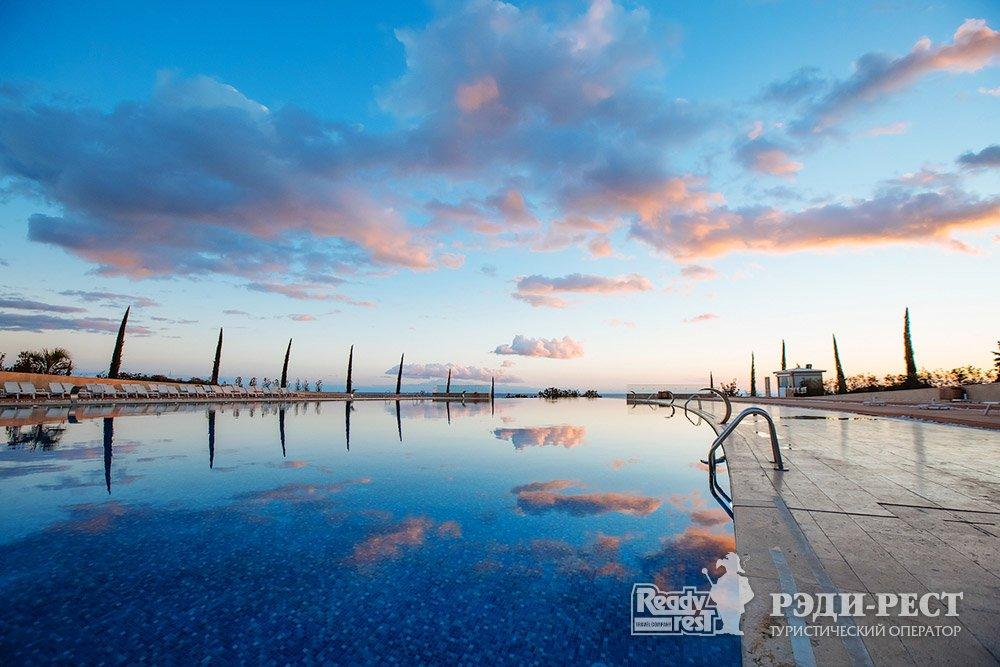 Cанаторно-курортный комплекс Мрия Резорт & СПА 5*. Большая Ялта Главный бассейн