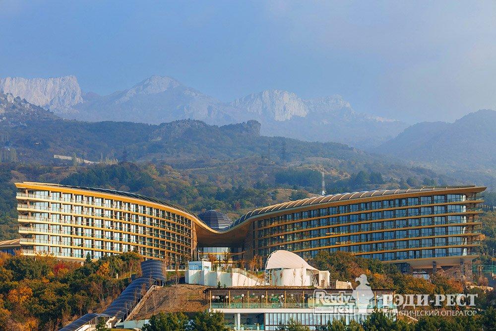 Cанаторно-курортный комплекс Мрия Резорт & СПА 5*. Большая Ялта Вид с моря